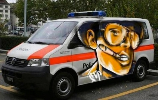 gonzo-on-a-cop-car-700x444